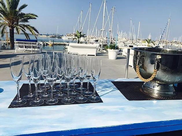 Realiza tu evento en nuestra terraza frente al mar.